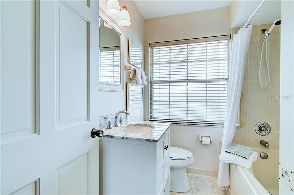 Updated bath with jetted tub - Single Family Home for sale at 521 75th St, Holmes Beach, FL 34217 - MLS Number is A4420243