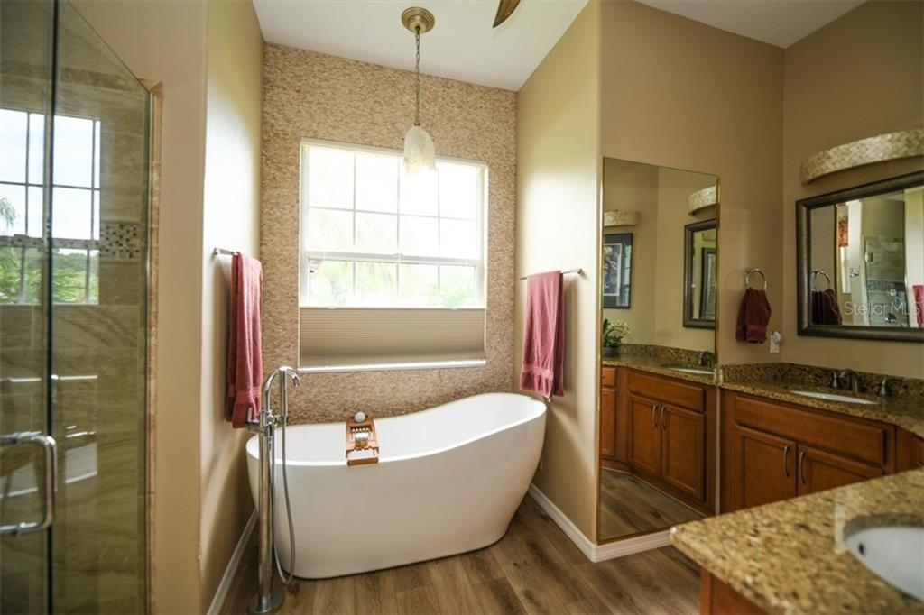 Master Bath - Single Family Home for sale at 6161 Varedo Ct, Sarasota, FL 34243 - MLS Number is A4422883