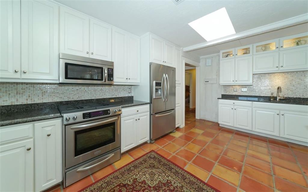Lots of work space in this kitchen! - Single Family Home for sale at 510 63rd St Nw, Bradenton, FL 34209 - MLS Number is A4424601