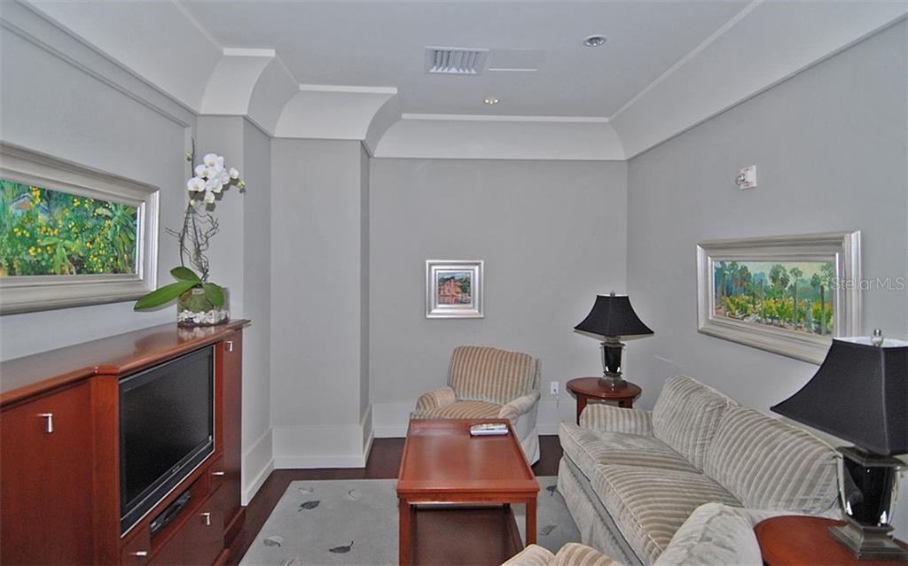 A smaller gathering room - Condo for sale at 1350 Main St #1500, Sarasota, FL 34236 - MLS Number is A4433444