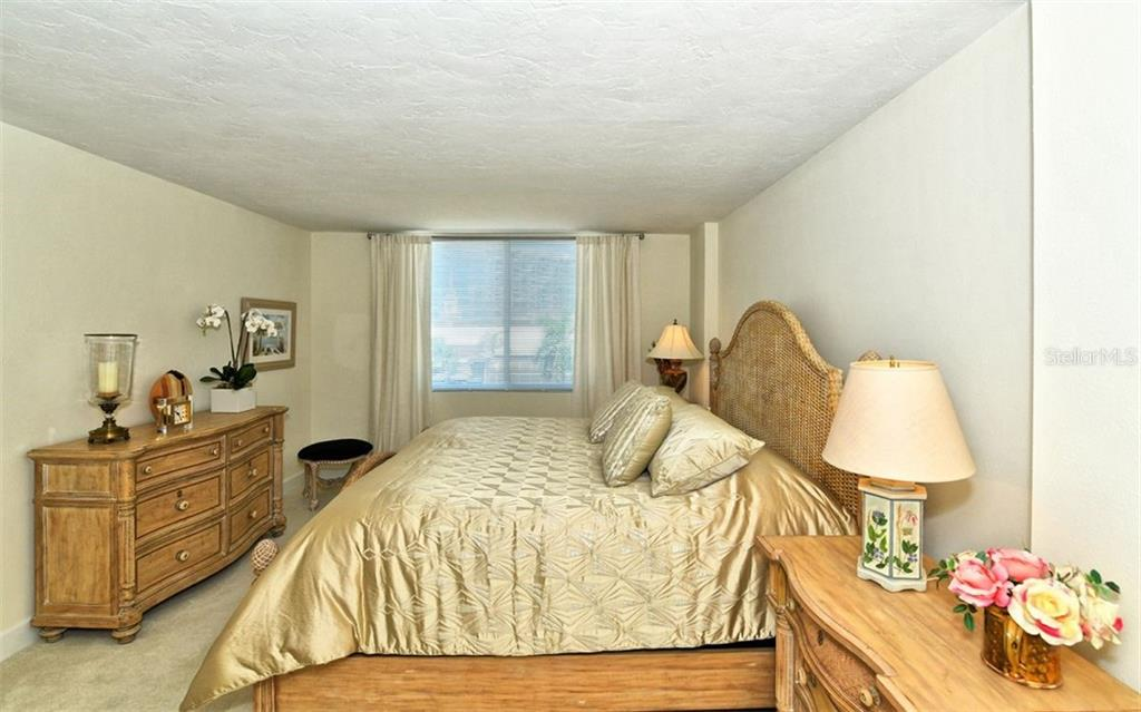 Master bedroom - Condo for sale at 101 S Gulfstream Ave #6d, Sarasota, FL 34236 - MLS Number is A4434802
