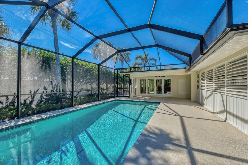 Single Family Home for sale at 106 N Blvd Of Presidents, Sarasota, FL 34236 - MLS Number is A4436392