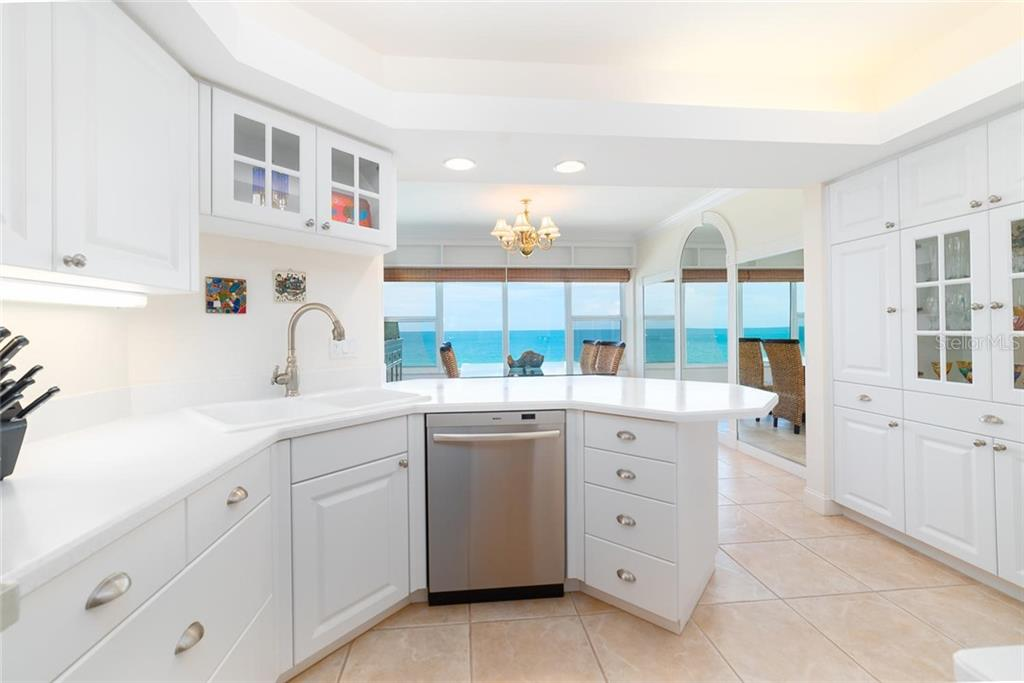 Condo for sale at 603 Longboat Club Rd #702n, Longboat Key, FL 34228 - MLS Number is A4442176