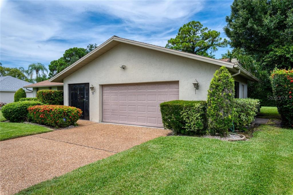 Single Family Home for sale at 5320 Beneva Woods Cir, Sarasota, FL 34233 - MLS Number is A4443083