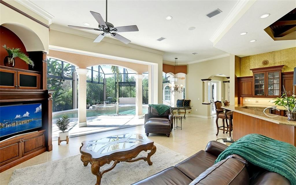 Single Family Home for sale at 7004 Portmarnock Pl, Lakewood Ranch, FL 34202 - MLS Number is A4444360