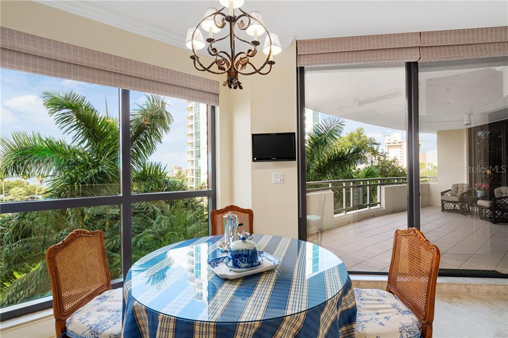 Morning room within kitchen space. - Condo for sale at 401 S Palm Ave #402, Sarasota, FL 34236 - MLS Number is A4446224