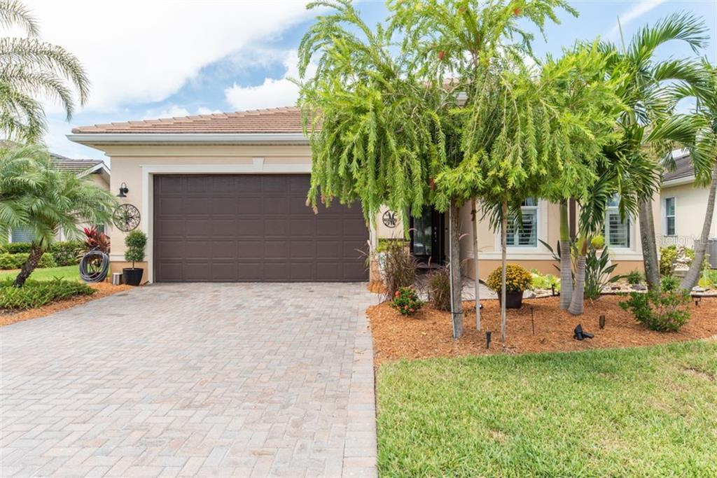 Single Family Home for sale at 5024 Lake Overlook Ave, Bradenton, FL 34208 - MLS Number is A4448090