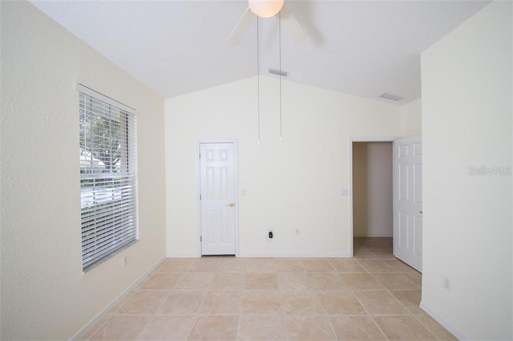 Master bath with two walk-in closets, dual sinks, separate shower stall and soaking tub - Single Family Home for sale at 6620 Hunter Combe Xing, University Park, FL 34201 - MLS Number is A4450282