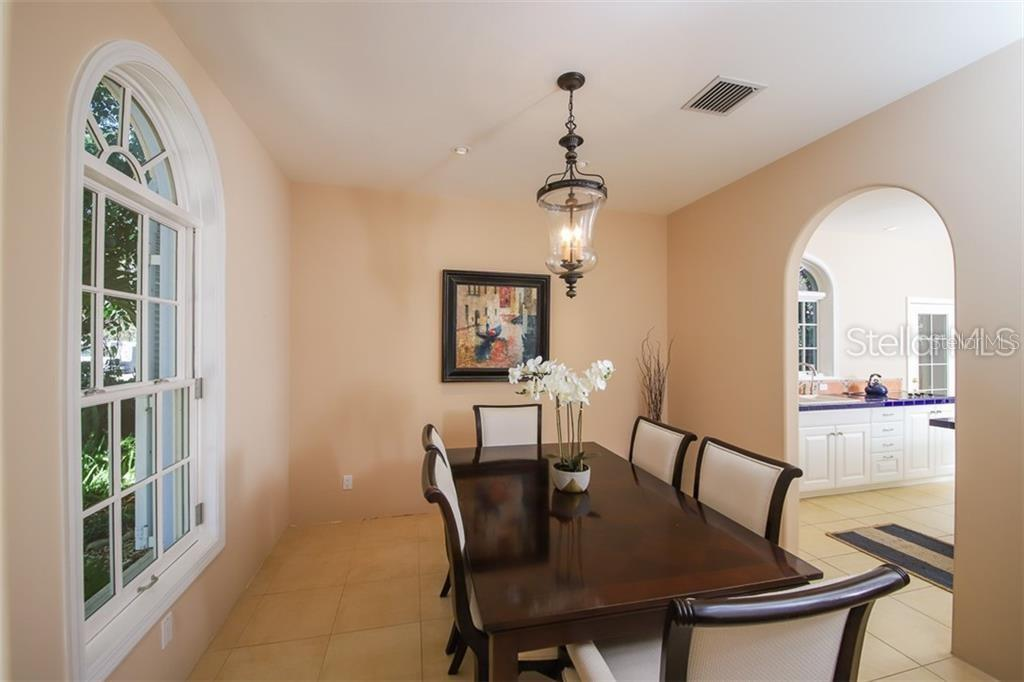 Single Family Home for sale at 1053 Citrus Ave, Sarasota, FL 34236 - MLS Number is A4450425