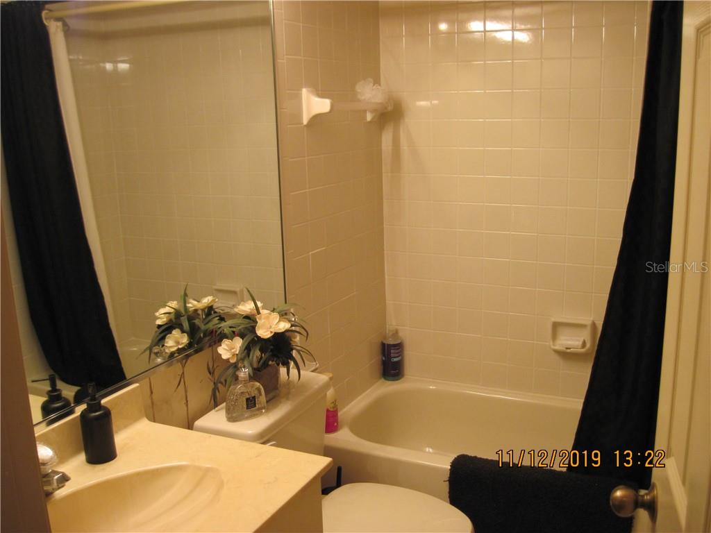 guest bath with tub - Condo for sale at 5525 Ashton Lake Dr #5525, Sarasota, FL 34231 - MLS Number is A4451290