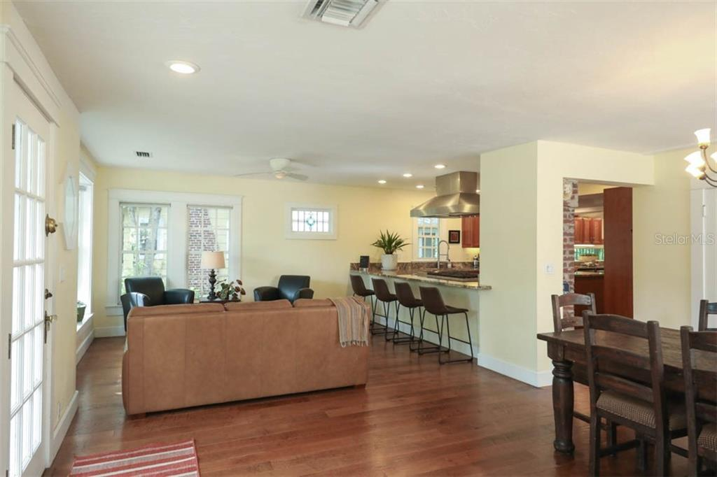 Single Family Home for sale at 1789 Prospect St, Sarasota, FL 34239 - MLS Number is A4451604