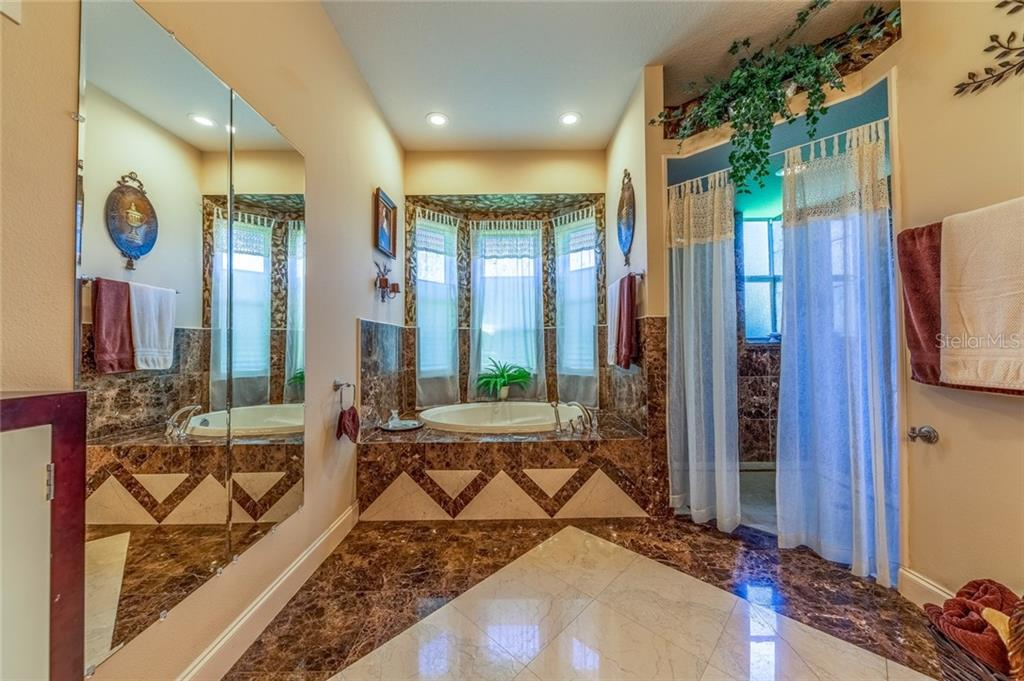 Master Bathroom - Single Family Home for sale at 532 Colgate Rd, Venice, FL 34293 - MLS Number is A4451619