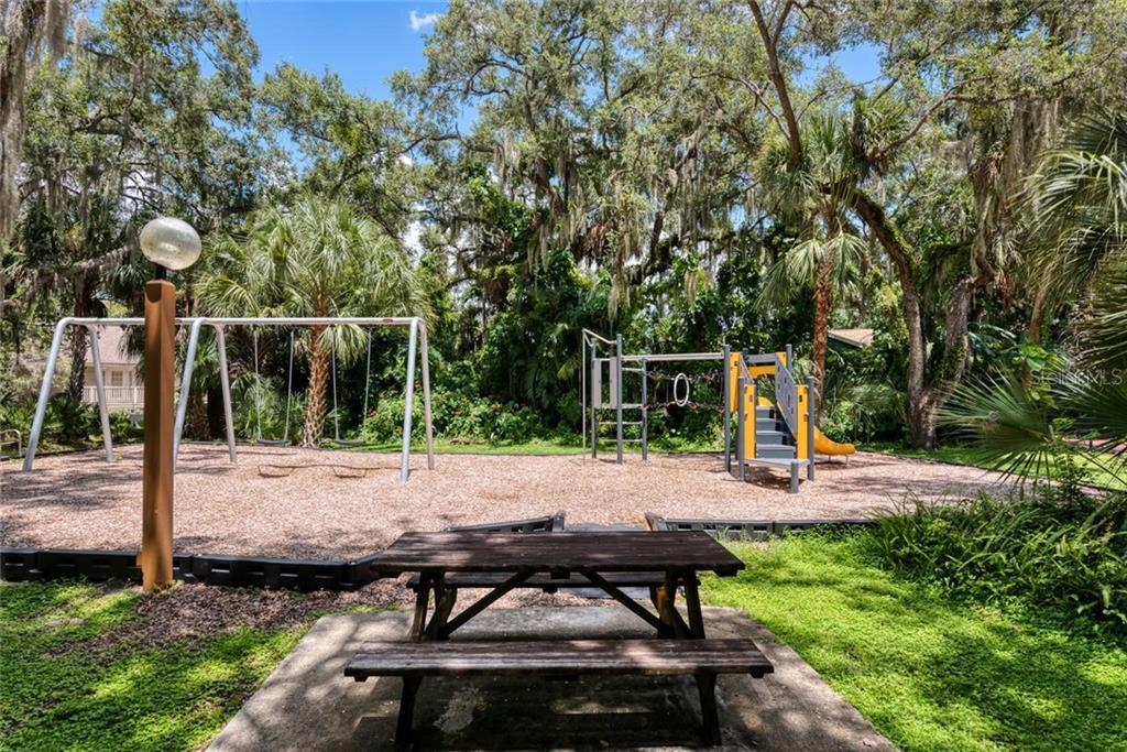 Single Family Home for sale at 1740 Oak Lakes Dr, Sarasota, FL 34232 - MLS Number is A4452132