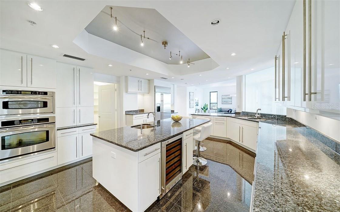 Kitchen Overlooking Family Room - Condo for sale at 50 Central Ave #16 South, Sarasota, FL 34236 - MLS Number is A4454416