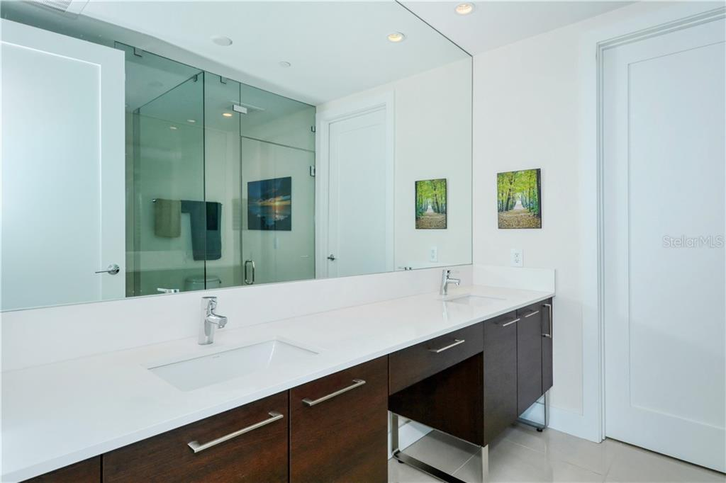 Master bathroom double vanity - Condo for sale at 1155 N Gulfstream Ave #507, Sarasota, FL 34236 - MLS Number is A4458926