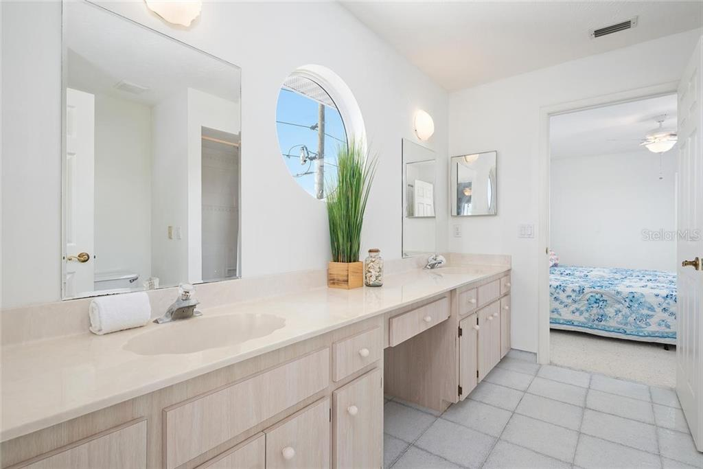 Jack and Jill bathroom between bedrooms - Single Family Home for sale at 710 S Bay Blvd, Anna Maria, FL 34216 - MLS Number is A4461640