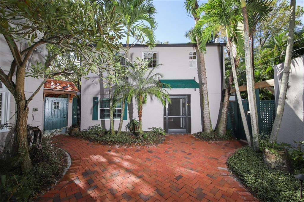 Separate guest house with upstairs apartment - Single Family Home for sale at 3838 Flores Ave, Sarasota, FL 34239 - MLS Number is A4461669