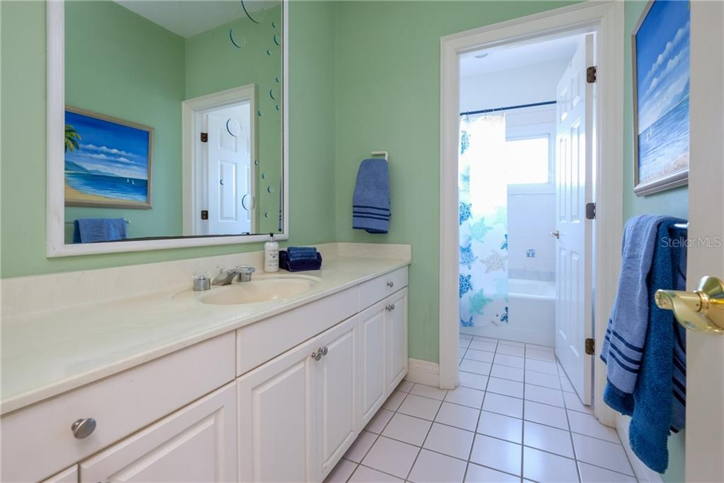 Upstairs hall full bath. - Condo for sale at 515 Forest Way, Longboat Key, FL 34228 - MLS Number is A4465231