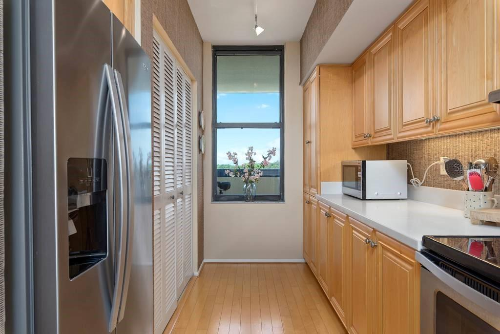 Love a kitchen with a window.... This window looks out to the Gulf of Mexico! - Condo for sale at 2016 Harbourside Dr #352, Longboat Key, FL 34228 - MLS Number is A4470767