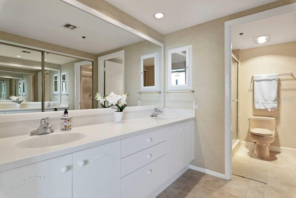 Master Bath, double sinks, walk-in closet - Condo for sale at 2016 Harbourside Dr #352, Longboat Key, FL 34228 - MLS Number is A4470767