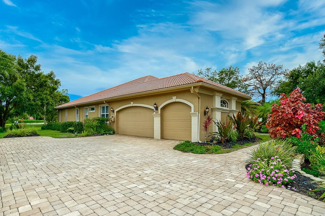 Single Family Home for sale at 731 N Macewen Dr, Osprey, FL 34229 - MLS Number is A4474830
