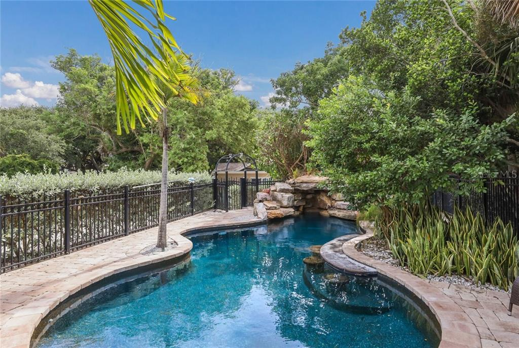 Single Family Home for sale at 7152 Point Of Rocks Cir, Sarasota, FL 34242 - MLS Number is A4476395