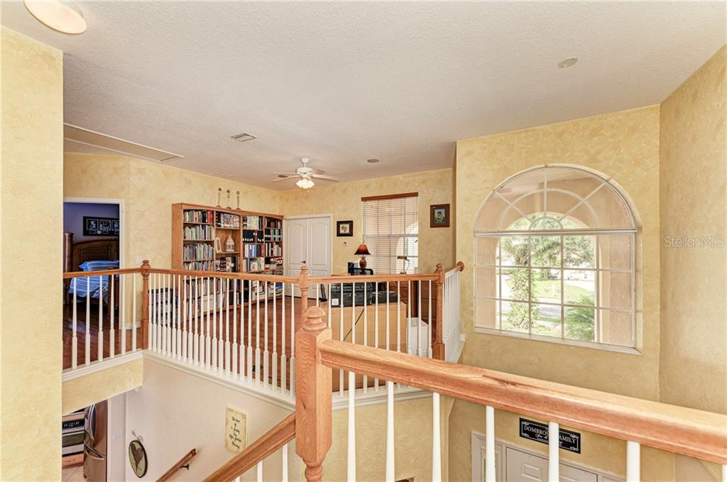 2nd floor foyer - Single Family Home for sale at 7118 68th Dr E, Bradenton, FL 34203 - MLS Number is A4480398