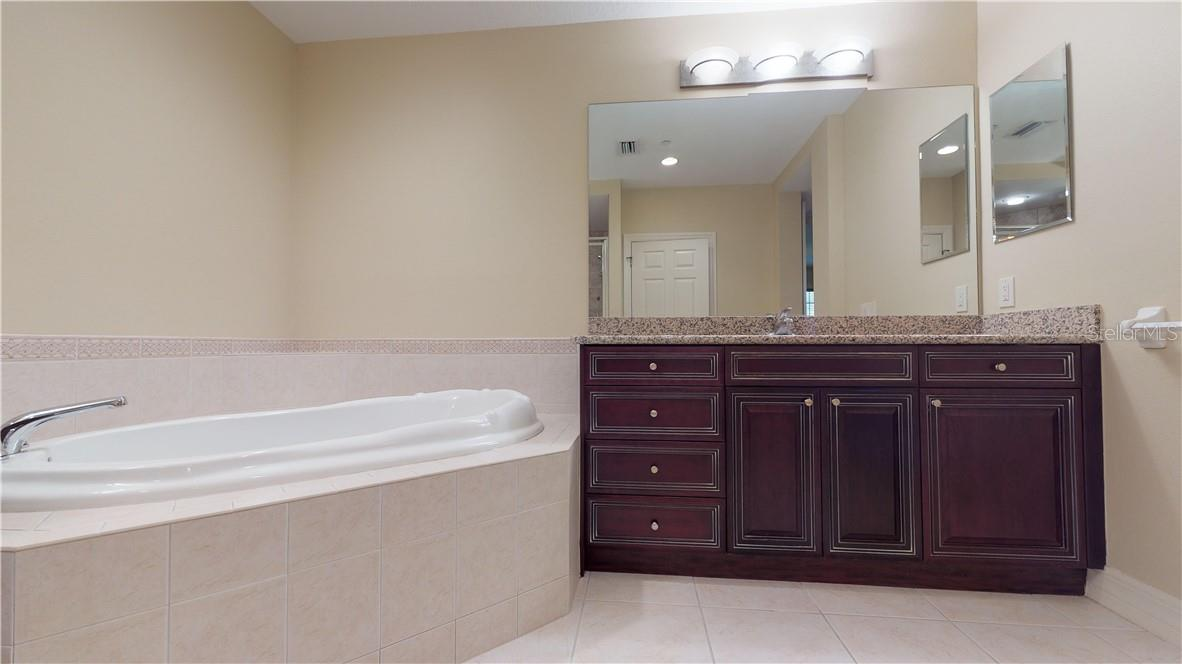 Granite countertops with dual separate sink areas - Condo for sale at 5591 Cannes Cir #506, Sarasota, FL 34231 - MLS Number is A4484243
