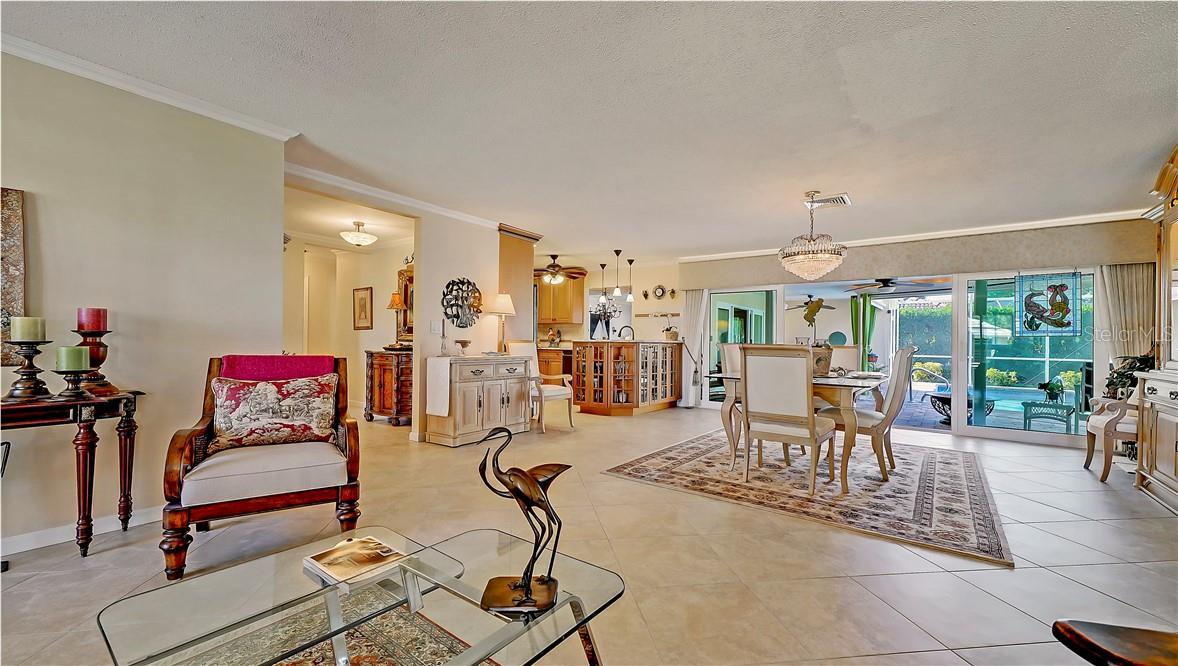 Single Family Home for sale at 430 Bird Key Dr, Sarasota, FL 34236 - MLS Number is A4487479