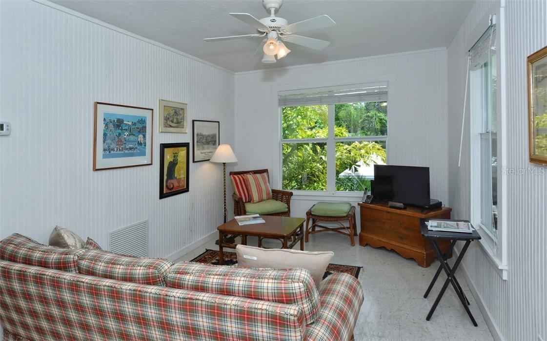 Guest house: Living room. - Single Family Home for sale at 542 Ohio Pl, Sarasota, FL 34236 - MLS Number is A4488498
