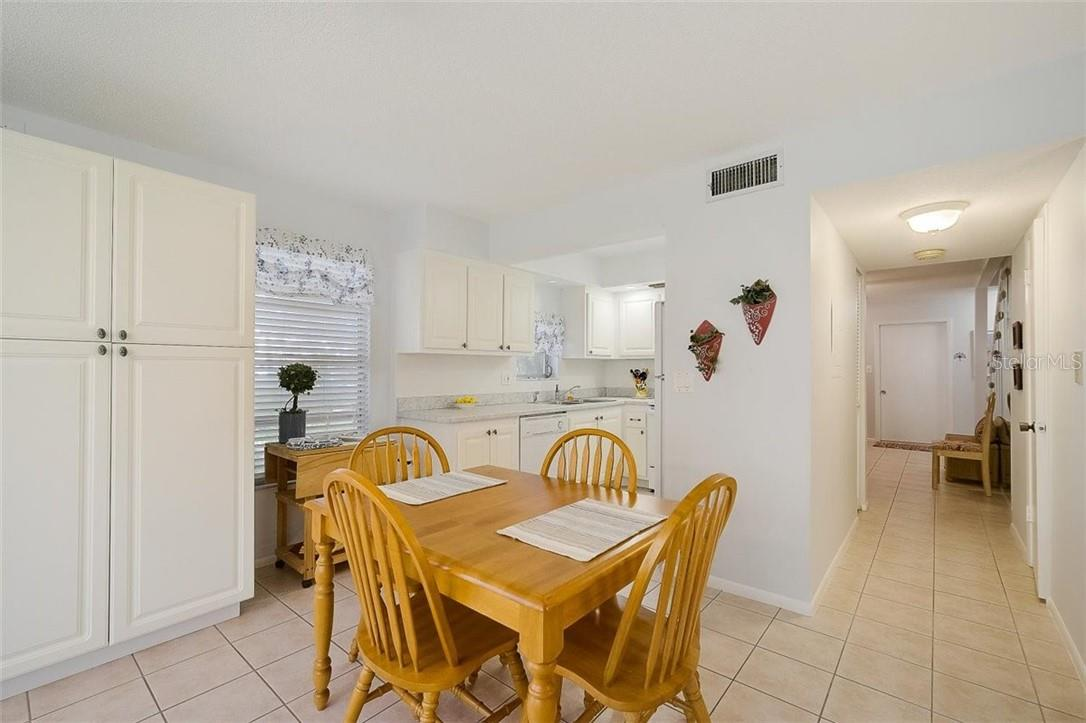 577 Sutton Place Longboat Key Florida 34228 | Dining Room - Condo for sale at 577 Sutton Pl #T-25, Longboat Key, FL 34228 - MLS Number is A4492432