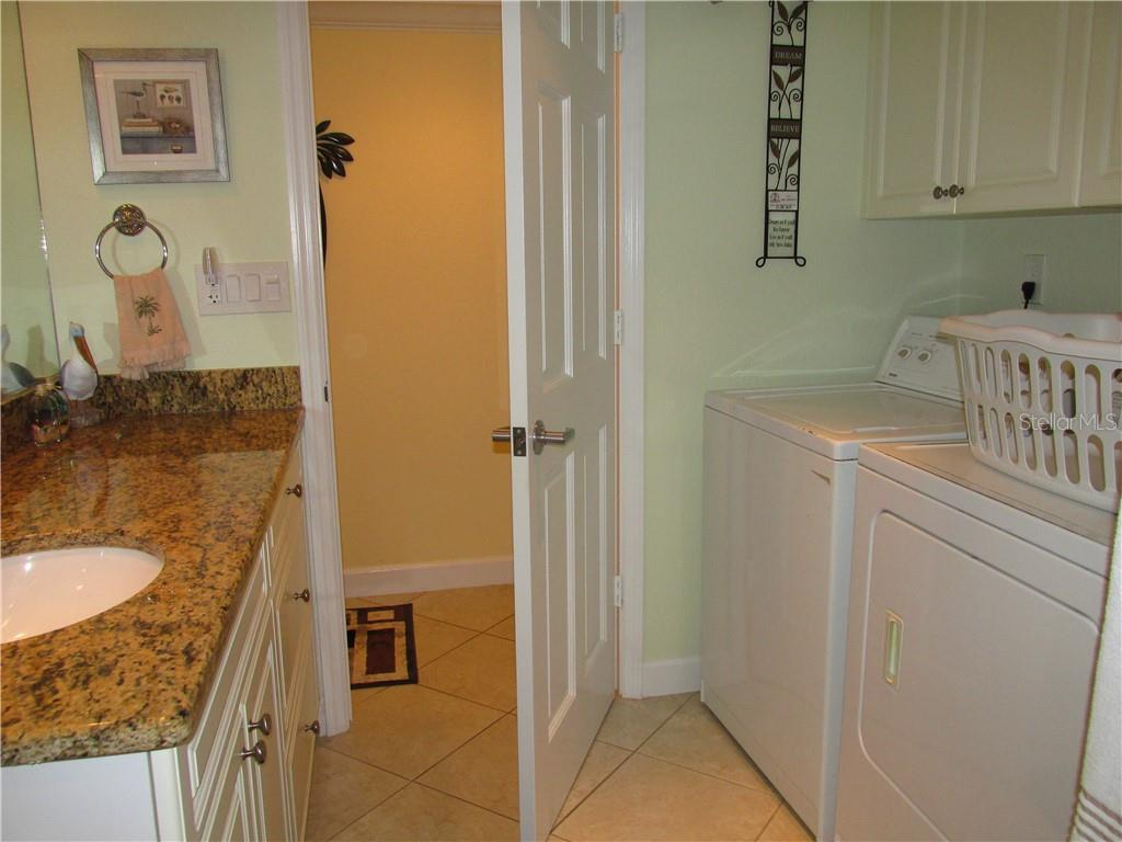 GUEST BATH WITH SHOWER - Condo for sale at 1087 W Peppertree Dr #221d, Sarasota, FL 34242 - MLS Number is A4493593