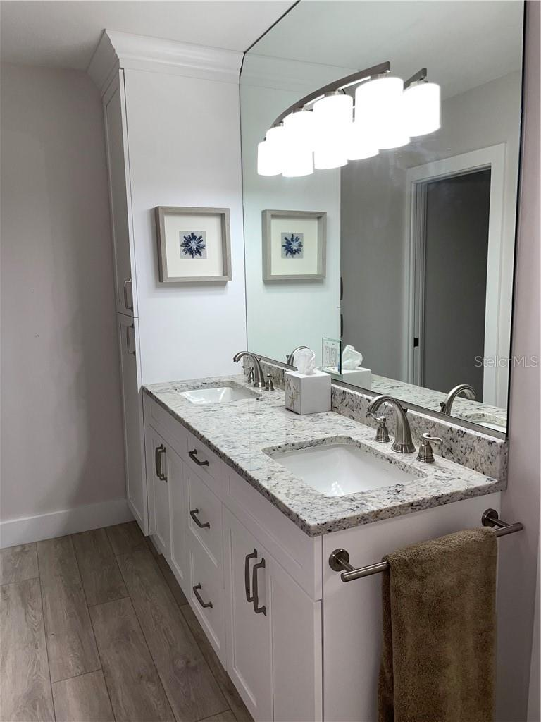 Master bathroom - Single Family Home for sale at 1633 Ridgewood Ln, Sarasota, FL 34231 - MLS Number is A4496839