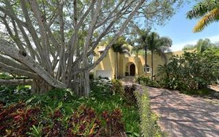 435 S Shore Dr, Sarasota, FL 34234