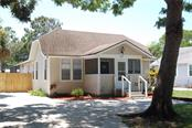 Single Family Home for sale at 633 Tarpon Ave, Sarasota, FL 34237 - MLS Number is A4408664