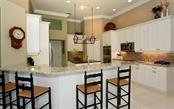 Kitchen with breakfast bar - Single Family Home for sale at 462 Sherbrooke Ct, Venice, FL 34293 - MLS Number is A4418225