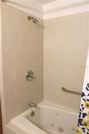 The guest bath features a jetted tub and shower. - Single Family Home for sale at 2220 Pine Ter, Sarasota, FL 34231 - MLS Number is A4440562