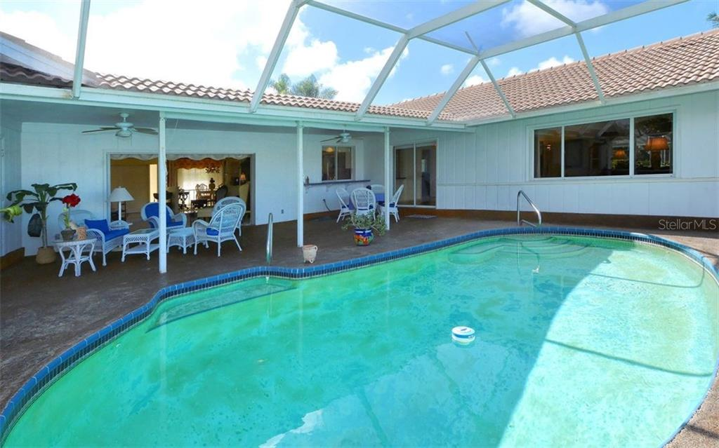 Pool / Lanai - Single Family Home for sale at 1933 Innisbrook Ct, Venice, FL 34293 - MLS Number is N5912040