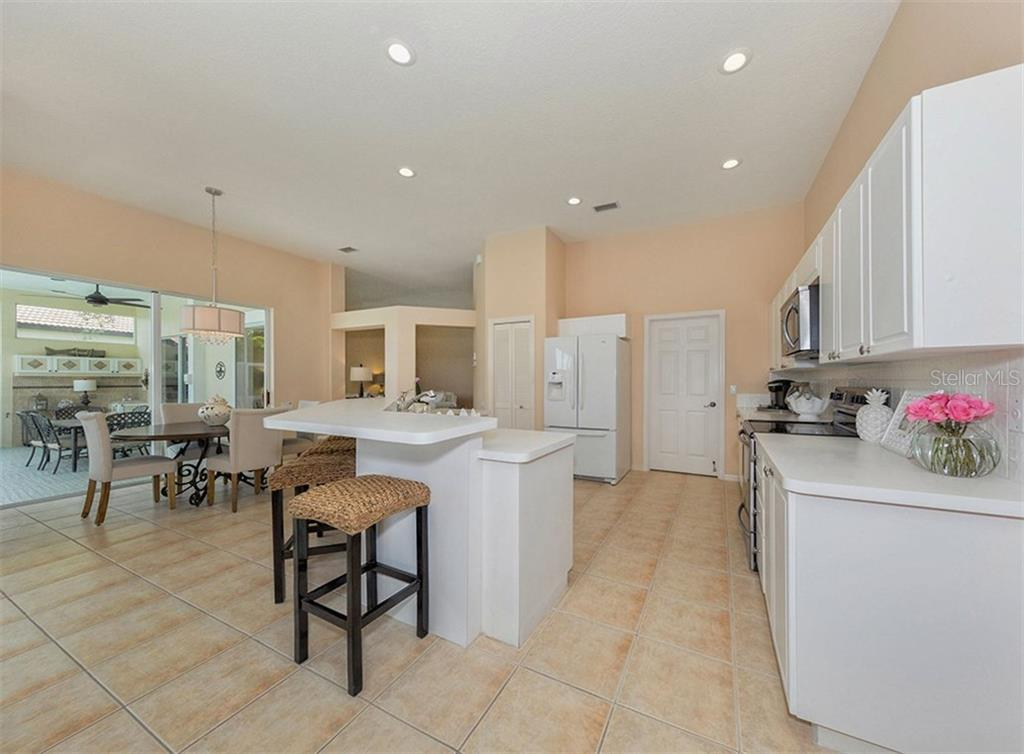 Kitchen - Single Family Home for sale at 279 Royal Oak Way, Venice, FL 34292 - MLS Number is N5912986