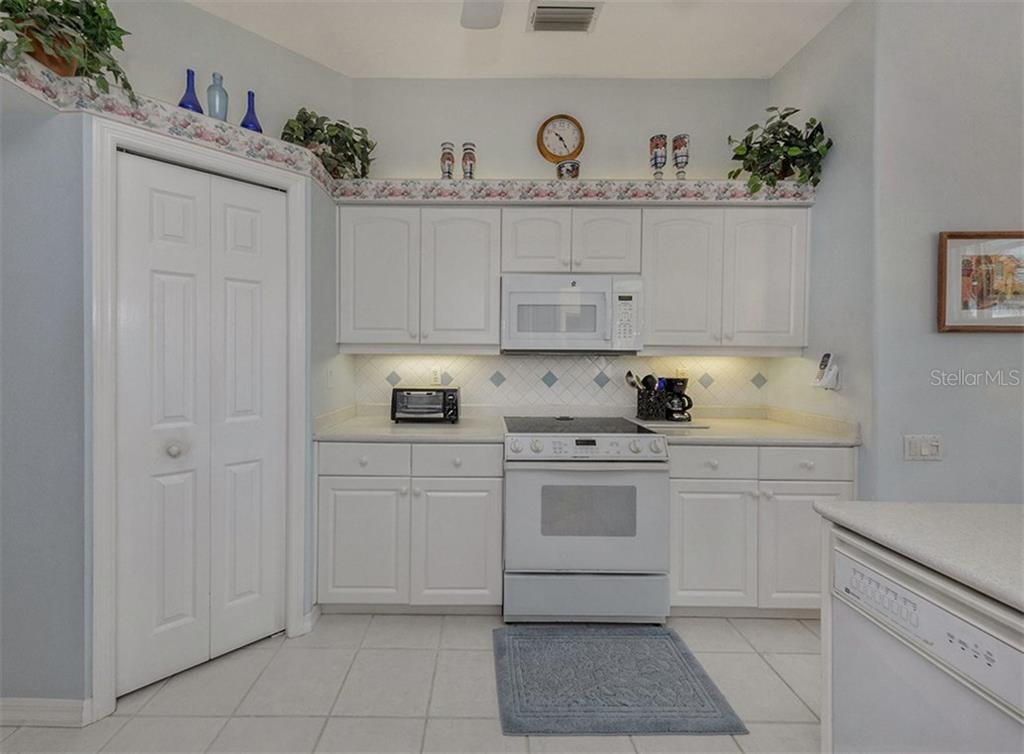 Kitchen - Single Family Home for sale at 2122 Timucua Trl, Nokomis, FL 34275 - MLS Number is N5913111