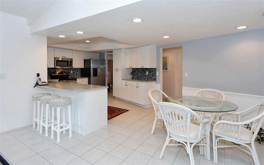 Kitchen and Dinette - Single Family Home for sale at 1930 Innisbrook Ct, Venice, FL 34293 - MLS Number is N5913572