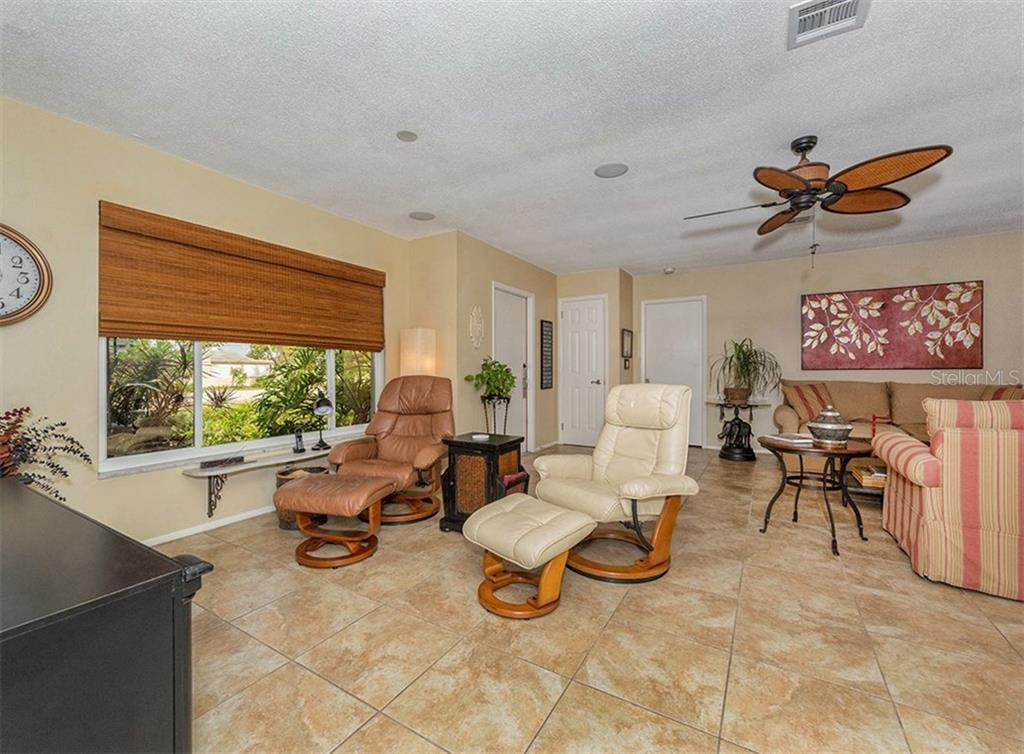 Family room to living room - Single Family Home for sale at 925 Harbor Dr S, Venice, FL 34285 - MLS Number is N5913682