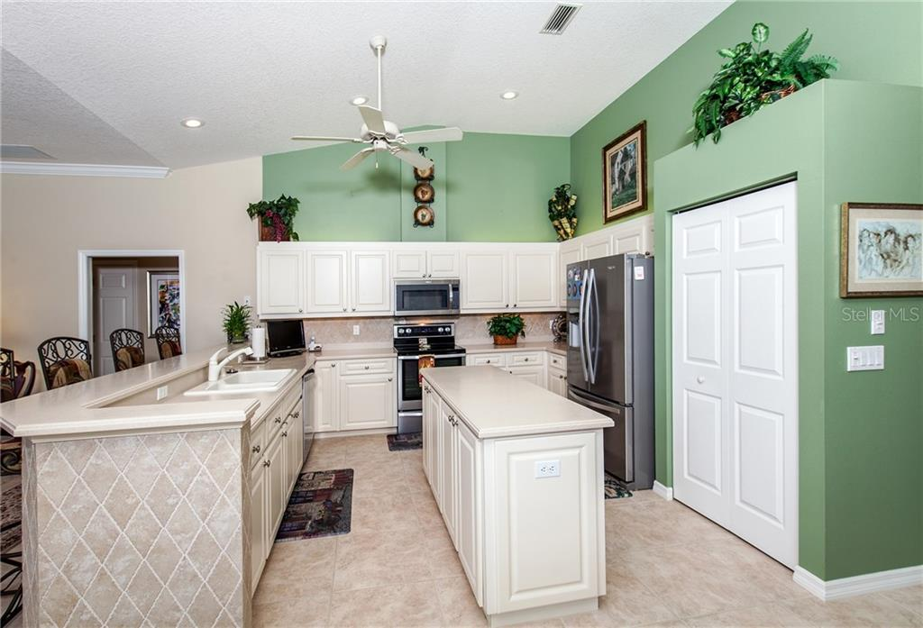 Kitchen with Tiled Breakfast Bar, Island and Pantry - Single Family Home for sale at 366 Turtleback Xing, Venice, FL 34292 - MLS Number is N5914504