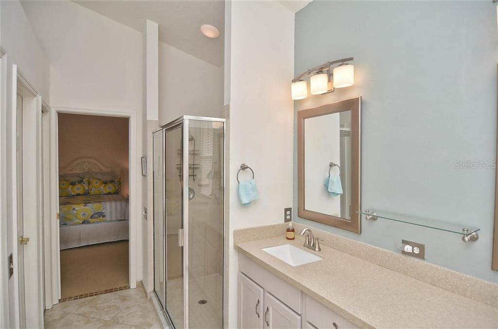 Master bathroom with his and her closets. - Single Family Home for sale at 498 Meadow Sweet Cir, Osprey, FL 34229 - MLS Number is N5914789