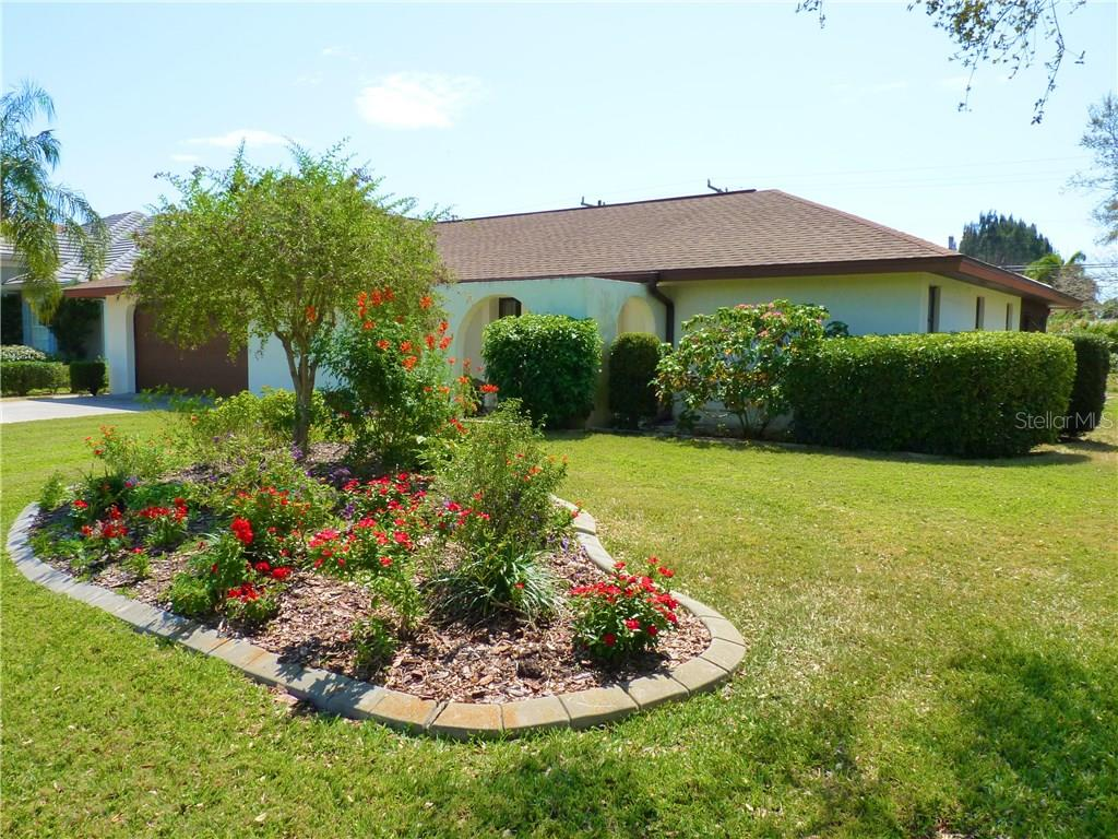 Single Family Home for sale at 425 Spadaro Dr, Venice, FL 34285 - MLS Number is N5915786