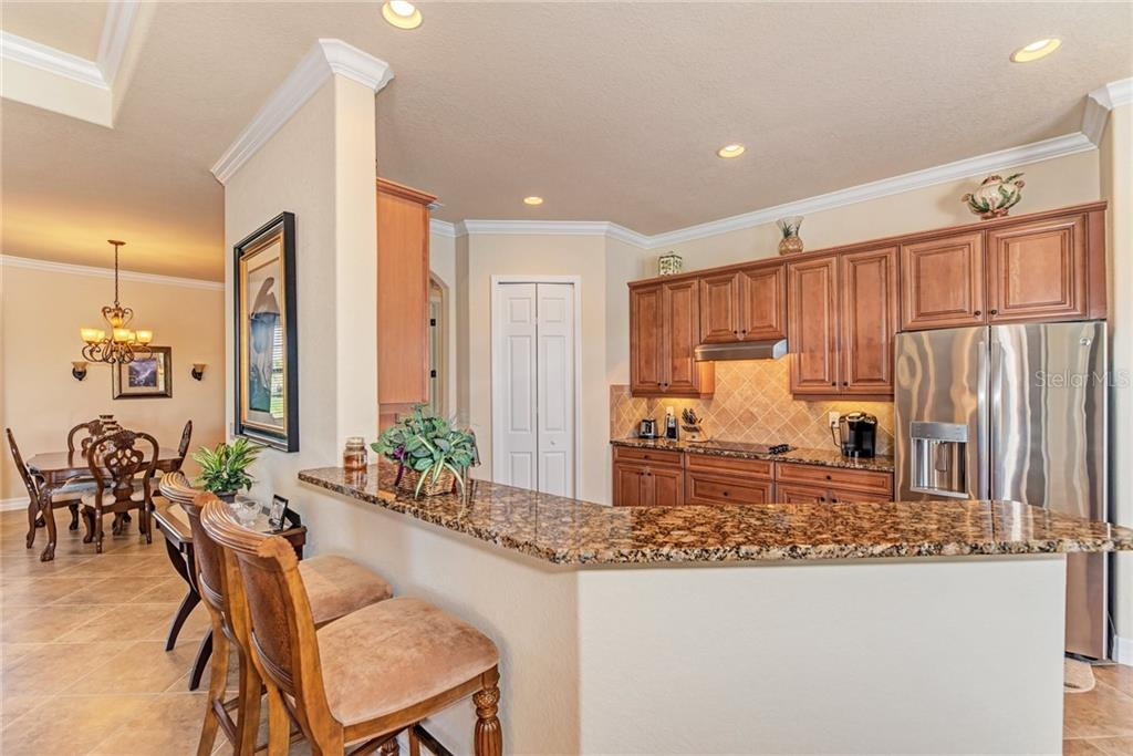 Kitchen and breakfast bar - Single Family Home for sale at 20145 Cristoforo Pl, Venice, FL 34293 - MLS Number is N6100537
