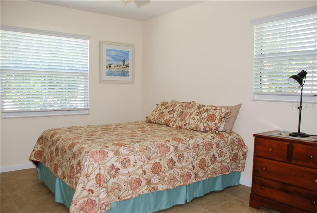 Bedroom 2 - Single Family Home for sale at 920 Inlet Cir, Venice, FL 34285 - MLS Number is N6100937