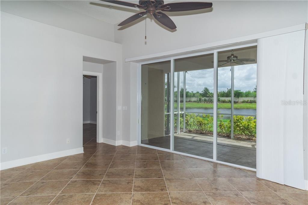 Glass Sliders to Extended Lanai - Single Family Home for sale at 2290 Terracina Dr, Venice, FL 34292 - MLS Number is N6101301