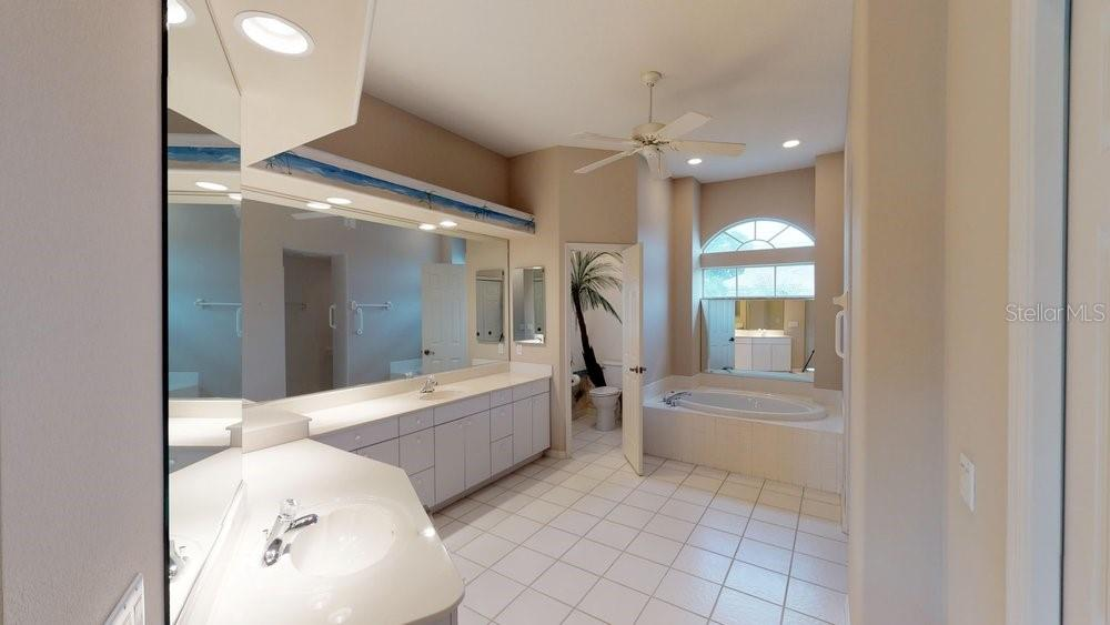 Single Family Home for sale at 461 Fairway Isles Dr, Venice, FL 34285 - MLS Number is N6101525