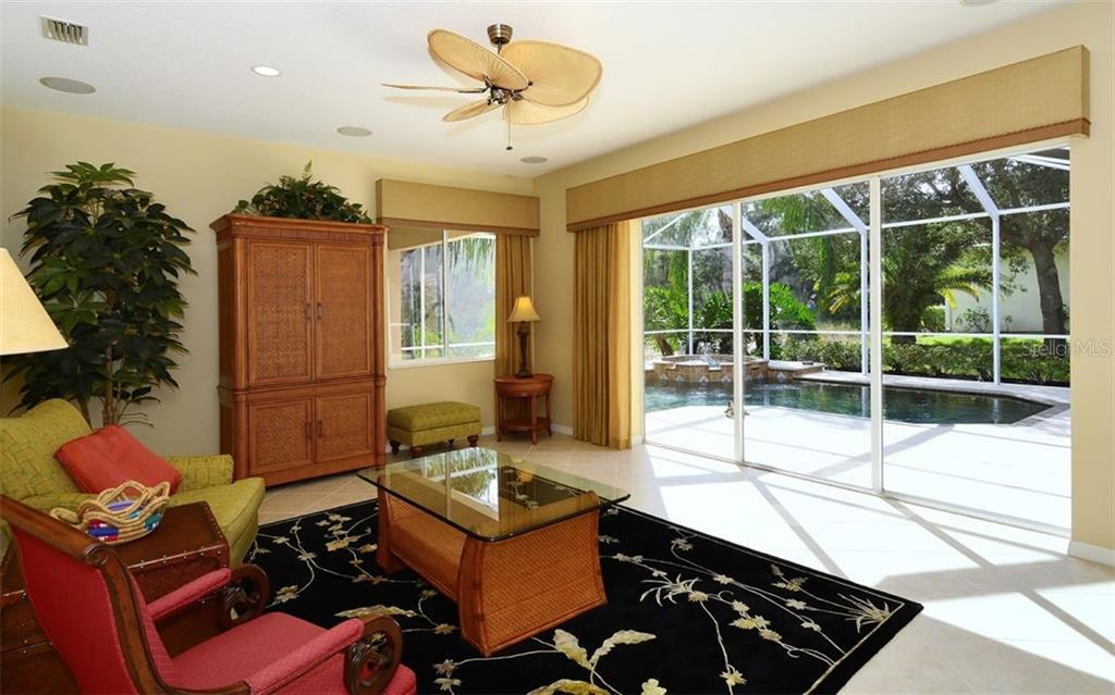 Family room with sliders to pool - Single Family Home for sale at 913 Chickadee Dr, Venice, FL 34285 - MLS Number is N6101770
